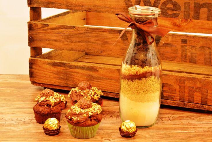 Ein fanatstisches Rezept für alle Rocher Fans. Ferrero Rocher Muffins - auch als Backmischung im Glas- eine leckere, selbstgemachte Geschenkidee.