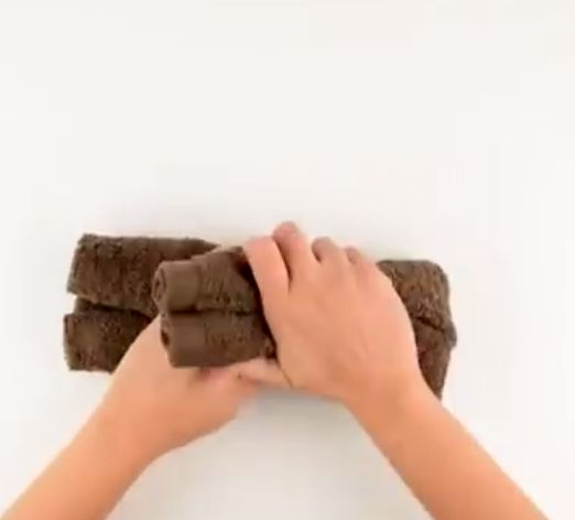 Εντάξει το video απλά δεν υπάρχει!!! Ένα πανέμορφο αρκουδάκι πανεύκολα θα το φτιάξετε!    Για τα παιδάκια που βαριούνται να κάνουν μπάνιο,είναι ιδανική λύση για να τα δελεάσετε!    Δείτε στο video πόσο εύκολο είναι να το φτιάξετε        Δείτε και