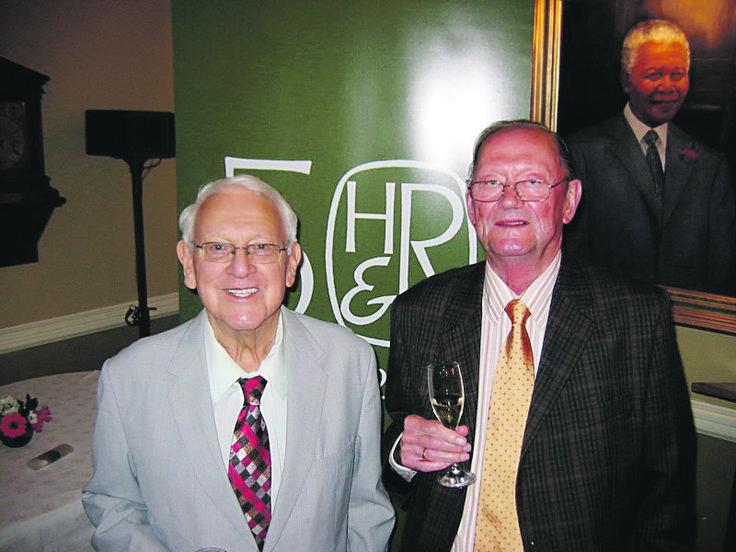 Leon Rousseau (links) en Koos Human by die 50ste viering van Human & Rousseau in 2009.