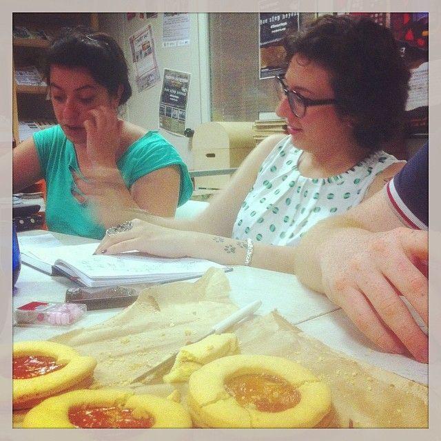 http://instagram.com/p/pCSKhDqqG9/ Arsra - Matilde ed Anna.