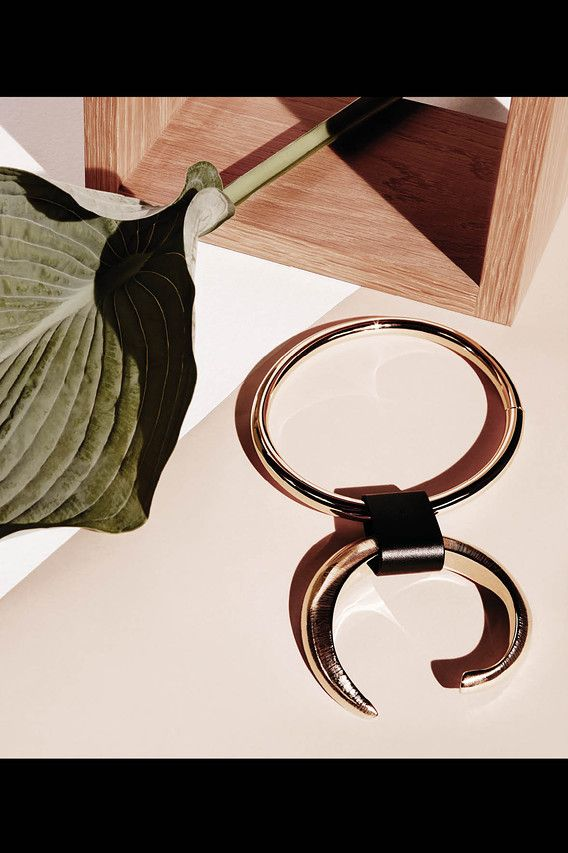 """<strong>5. THE NECKLACE</strong> Make an impact with a bold collar. Louis Vuitton gold necklace, <em>$2,475, <a href=""""http://www.louisvuitton.com"""" target=""""_blank"""" class=""""icon none"""" >louisvuitton.com</a> </em>"""