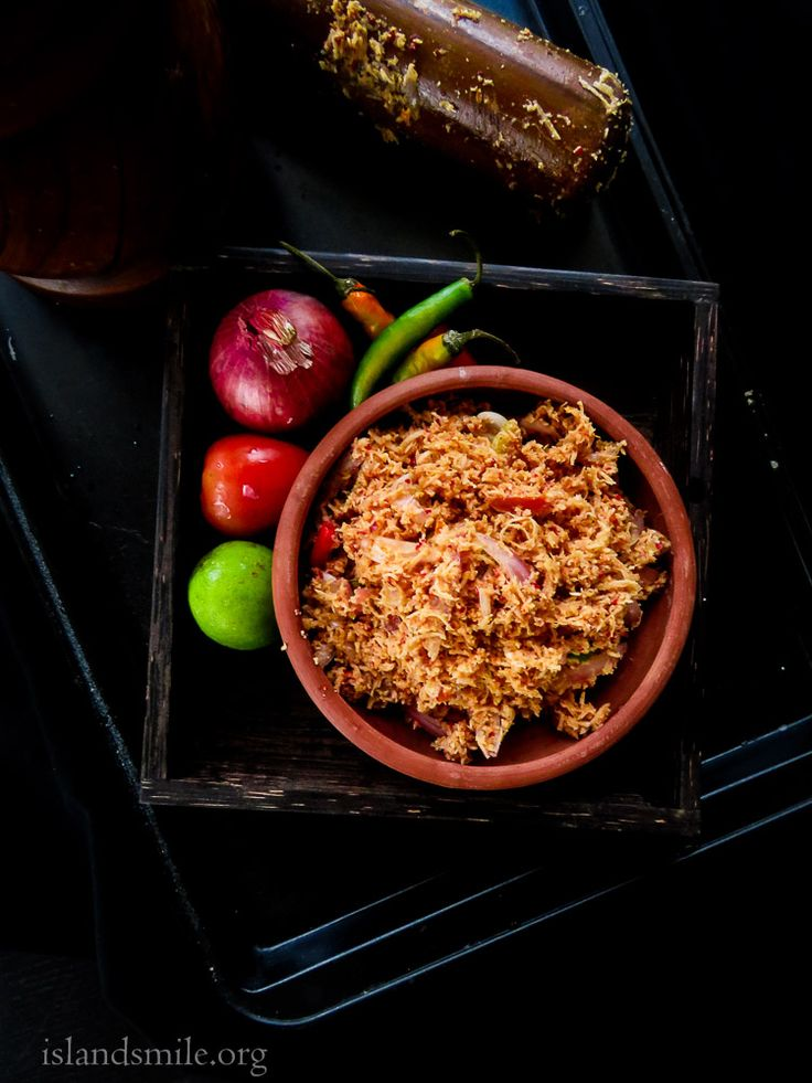 Sri lankan Coconut sambol(Pol sambol), a dish made with freshly scraped coconut, shallots,chillies as key ingredients. gluten-free, vegan and vegetarian.