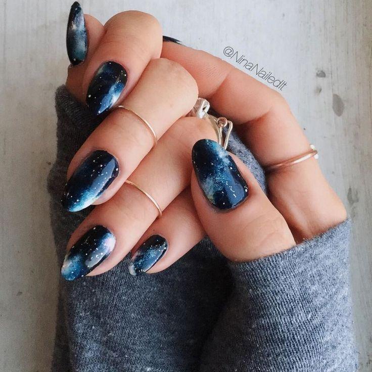 Звездное небо на ногтях: новый тренд, который никого не ...