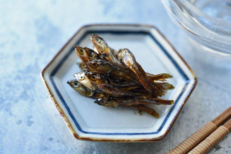 いちばん丁寧な和食レシピサイト、白ごはん.comの『おせち料理の田作りの炒り方・作り方』を紹介するレシピページです。田作り(ごまめ)の炒り方から、味付けまで、写真付きで詳しく紹介しています。田作りはおせち料理の中でも作りやすい料理なのでぜひお試しを!