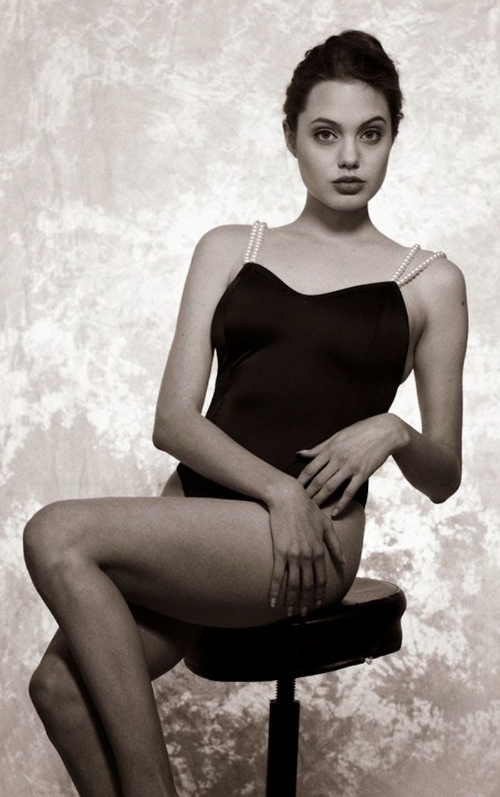 Pretty attractive - 15-Year-Old Angelina Jolie During One Of Her First Photoshoots (Interview)