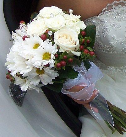 Ramo en rosas, astromelias, maules, hipericum
