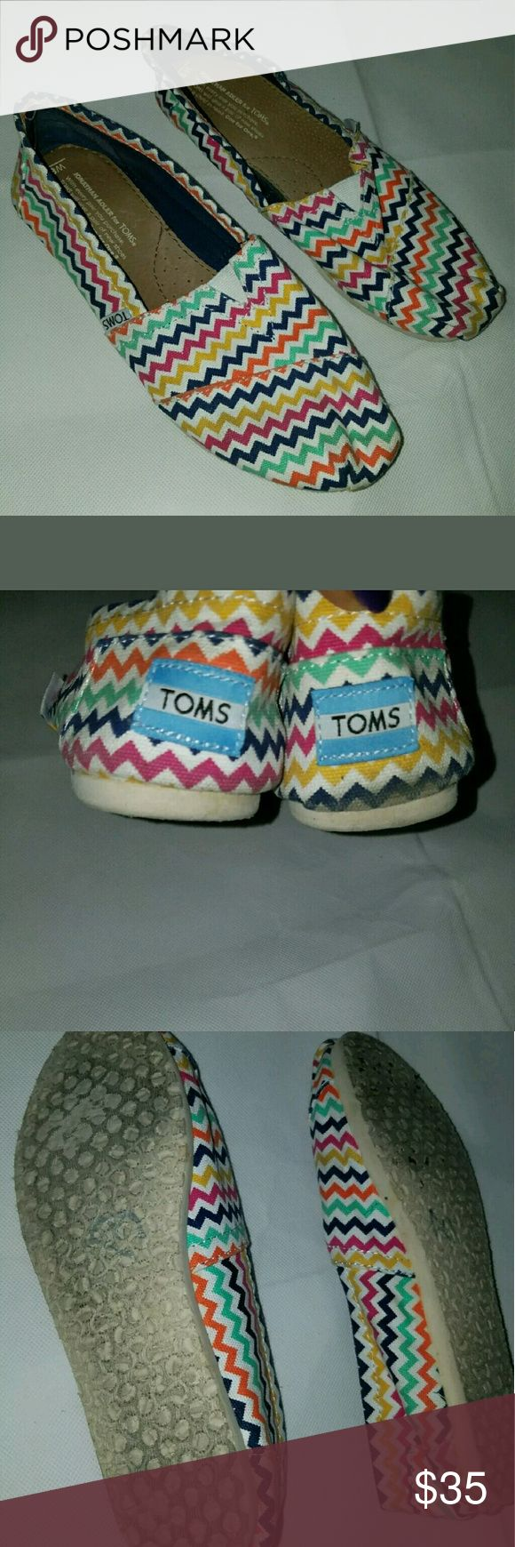 Women's TOMS Chevron Print Shoes Shoes in good used condition.   AB TOMS Shoes Flats & Loafers