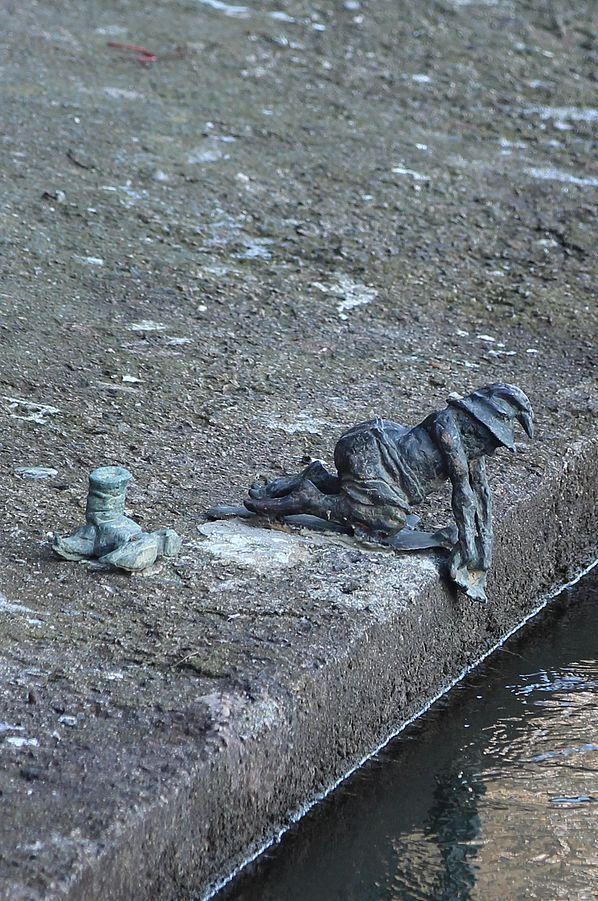 Z A G I N I O N Y  Pracz Odrzanski (Odra Washer), św. Jadwigi 3/4, Bulwar Włostowica most Piaskowy; autor: Tomasz Moczek