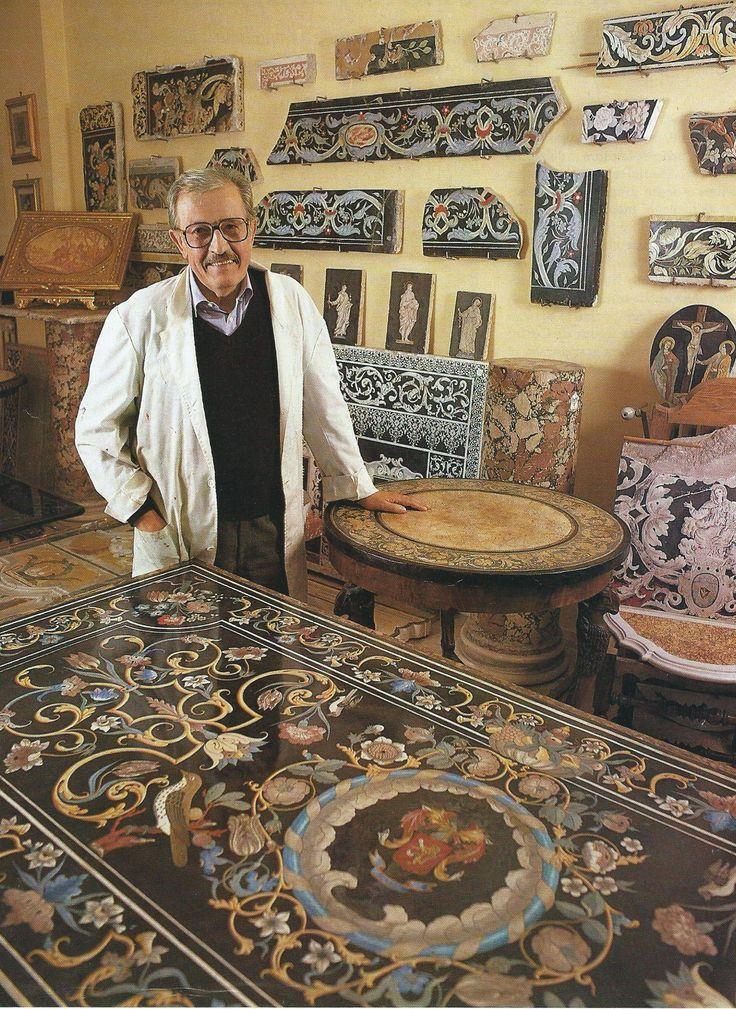 Bianco Bianchi nel suo museo di antiche scagliola da AD foto Massimo Listri. Bianco Bianchi in his museum of ancient scagliole 1984 by AD photos of Listri