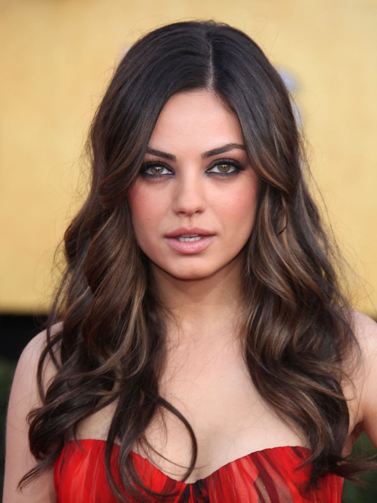 les 25 meilleures id es de la cat gorie couleur des yeux de mila kunis sur pinterest natalie. Black Bedroom Furniture Sets. Home Design Ideas