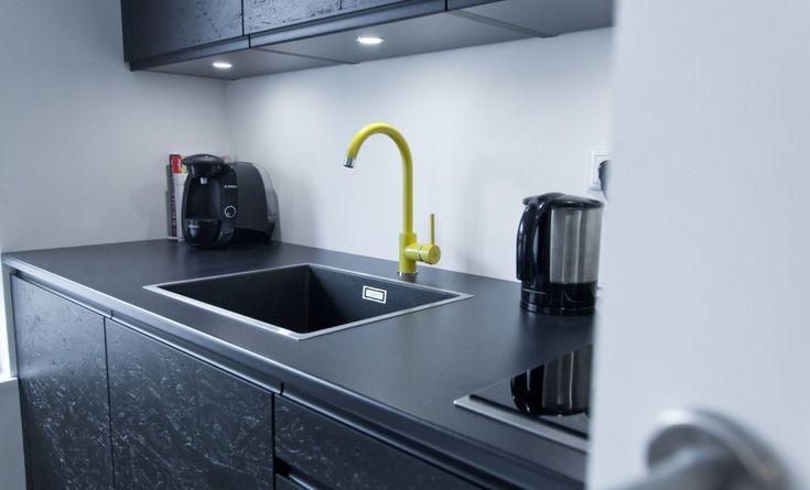 Schwarz, das neue Weiß Exklusive schwarz matt Küche mit OSB