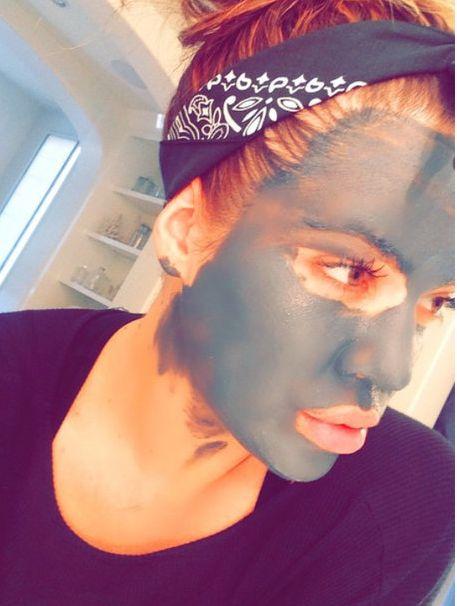 4 máscaras faciais caseiras para fazer detox, clarear a pele, controlar a oleosidade...