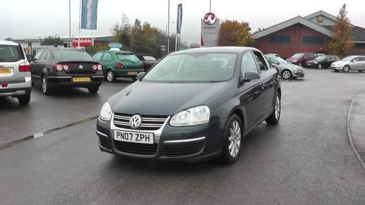 Used 2007 (07 reg) Blue Volkswagen Jetta 1.9 S TDI PD 4dr for sale on RAC Cars