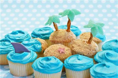 Island Cupcakes: Theme Birthday Parties, Beaches Theme Cupcakes, Summer Cupcakes, Cupcakes Ideas, Islands Cupcakes, Palms Trees, Beaches Cupcakes, Beaches Parties, Cupcakes Pools Parties