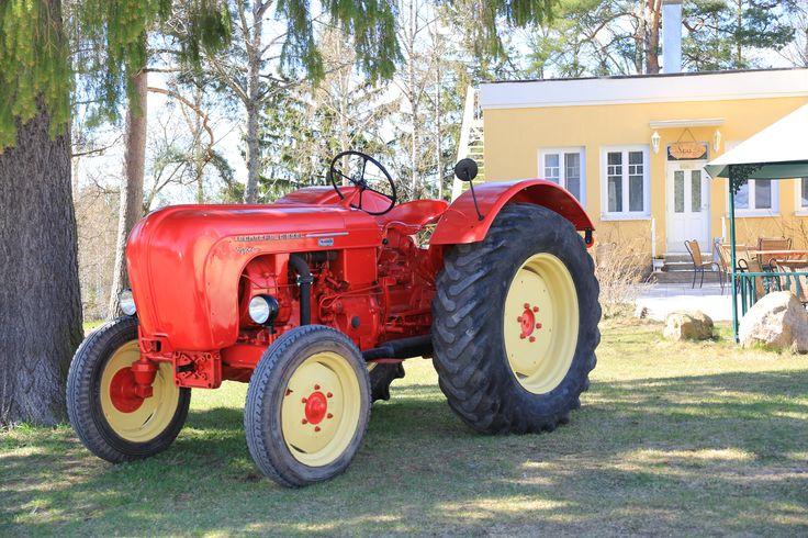 Vanha traktori. Vaihmalan Hovi, Lempäälä. www.vaihmalanhovi.fi