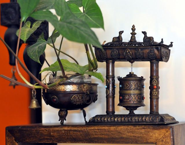 Isn't this the best mix of brass and bronze?via @fortheloveofsunshinecorners #Indian #handicrafts #homedecor