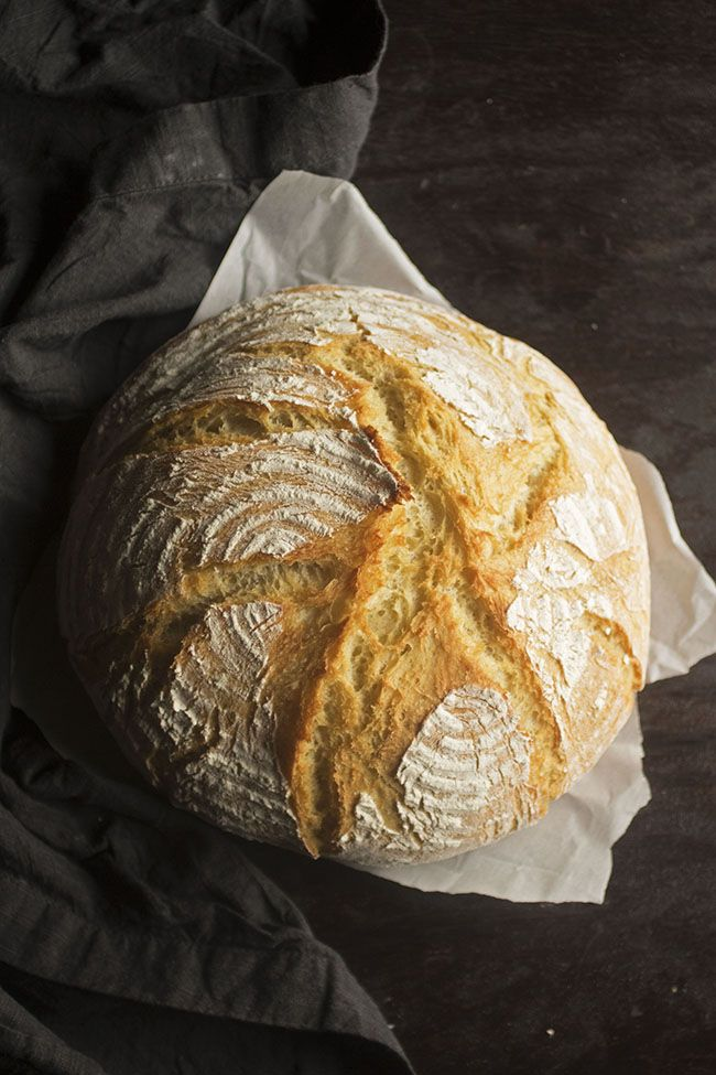 Easy French Bread Homemade Bread Recipes | Make bakery-fresh bread at home in just a few hours with this easy homemade bread recipe! Simple to make and has an amazing crispy, crunchy crust with a soft interior.