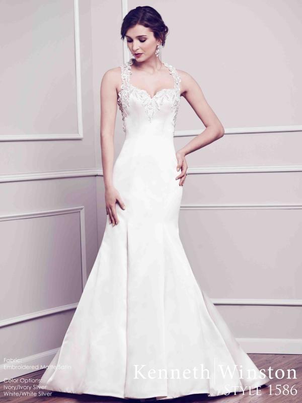 Letisztult, modern szabás, minimál díszítés - a végzet asszonyainak! #weddingdress #elegance #modern #eskuvoiruha #kennethwinston