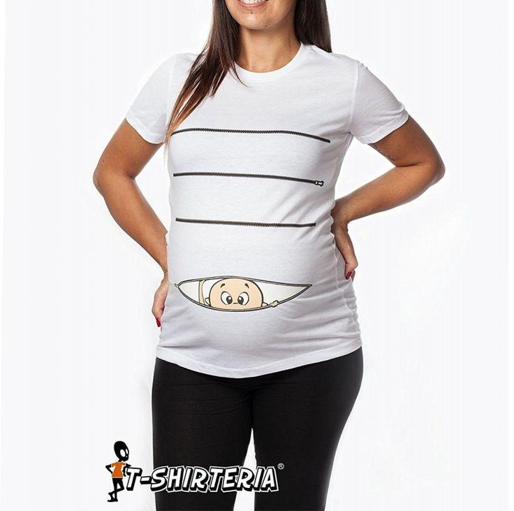 Tu o una tua amica siete in dolce attesa? Ecco una simpatica idea regalo: una t-shirt in cotone elasticizzato con un bimbo che esce dalla zip! SEGUICI ANCHE SU TELEGRAM: telegram.me/cosedadonna