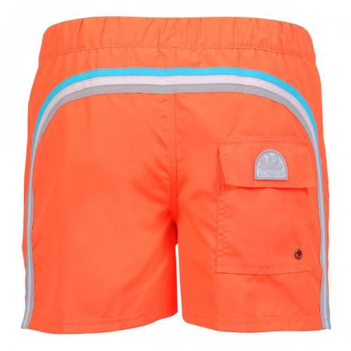FLUO ORANGE SWIM SHORTS WITH ELASTIC WAIST AND SNAP BUTTON Fluo orange short boardshorts with the three classic rainbow bands on the back. Elastic adjustable waistband. Snap button fastening and zip. Fly internal mesh. Two front pockets. A Velcro back pocket. Sundek logo on the back. COMPOSITION: 100% POLYESTER. Our model wears size M he is 189 cm tall and weighs 86 Kg.