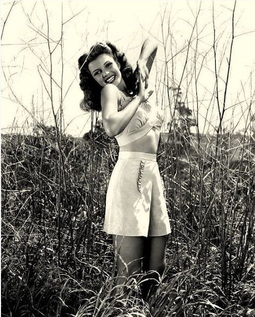 Rita Hayworth 1940s | Repinned by Temple Towels, www.templetowels.com