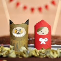 Make little red riding hood and Big Bad wolf from a paper tube for your handmade party. (in Portuguese)