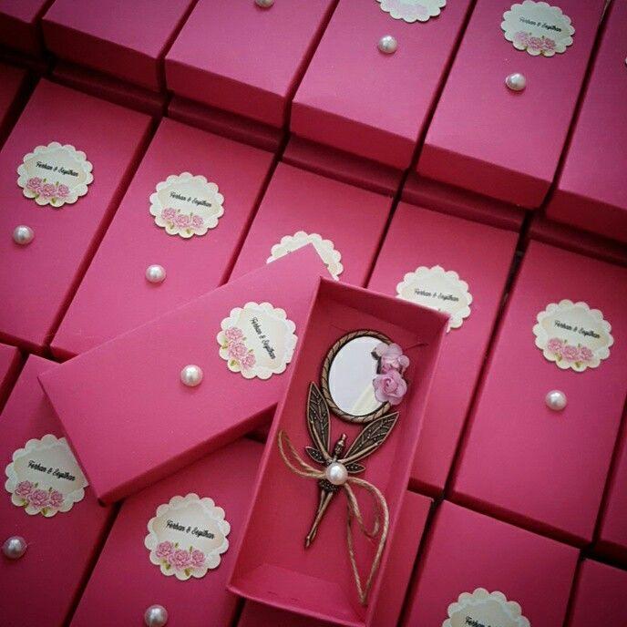 Hediyelik ayna #söztepsisi #nişan #nişantepsisi #kütüknişantepsisi #kutuktepsi #kütükmumluk #kütüktepsi #nisantepsisi #hediyelik #hediyelikmum #rustic #burlap #vintage #ayna #pleksi #nişanhediyesi #nisanhediyelikleri #engagement #weddinginspiration #gelinbuketi #düğün #kinagecesi #sozhediyelikleri #magnet #pleksi #ahsap #burlap #lavantakesesi #lavander #magnet
