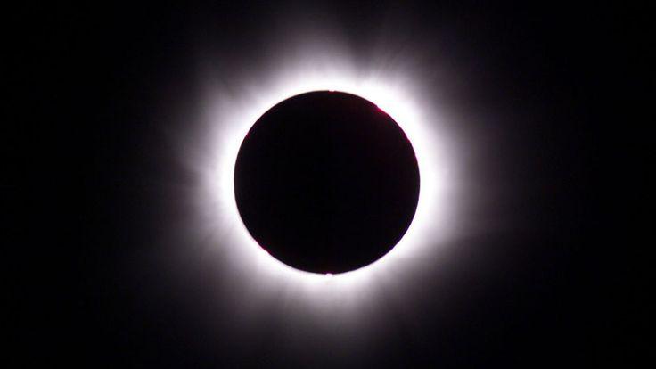 Sonnenfinsternis: Am Freitagvormittag wird es dunkel. Die wichtigsten Infos und was ihr unbedingt beachten müsst, zeigen wir euch hier.