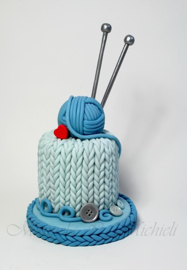 This cake, together with the set of related cupcakes, is one of the cakes I created on september 2013 for a step by step tutorial series on an italian cake's Magazine. I'm very attached to it and wanted to upload it as first of my ones because I...
