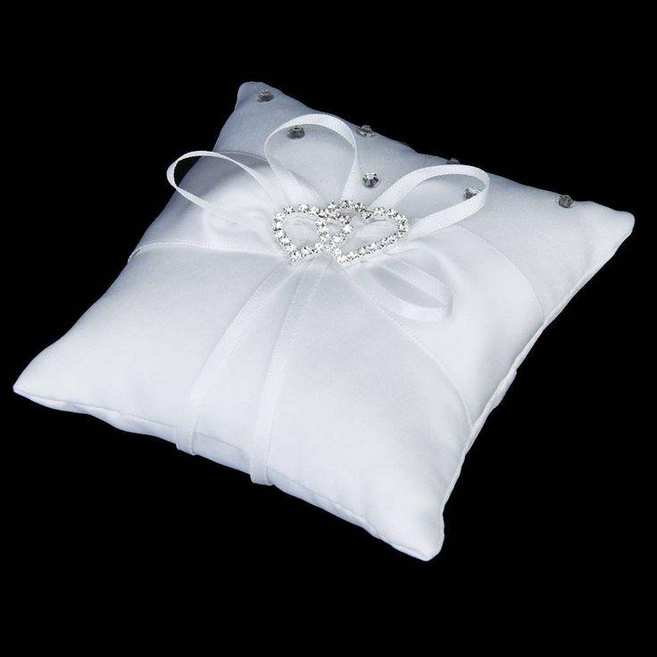 Dit is echt een mooi wit ringkussentje met zilver diamanten hartjes als afwerking. Optie 3