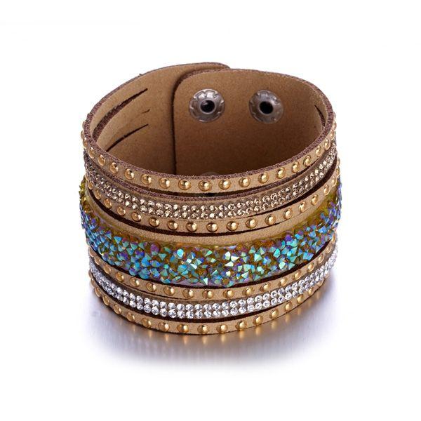 Bracelet Cristaux Blancs et Marrons de Swarovski Elements et Cuir marron  http://www.bluepearls.fr/fr/produits/bracelet-cristaux-blancs-et-marrons-de-swarovski-elements-et-cuir-marron.4746.html