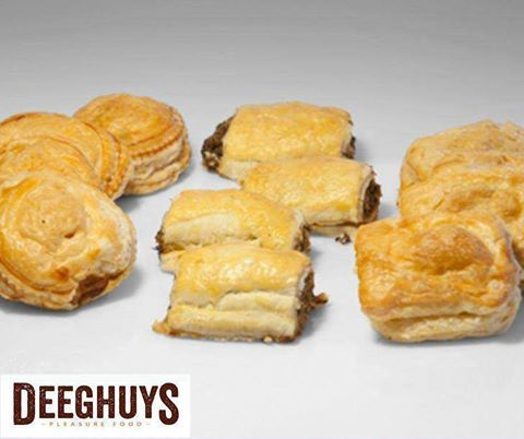 We all love the smell of freshly baked pies! Visit #DeeghuysGeorge at the #GardenRouteMall for our delicious ready baked mixed savoury pies. #ILoveBaking
