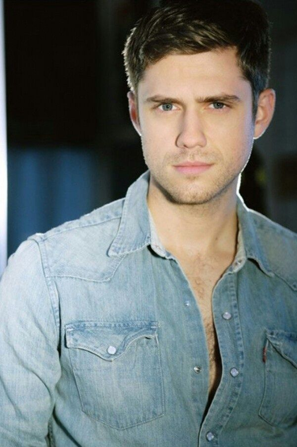 Aaron Tveit - can't decide what I like more: his face or his voice... Swoon
