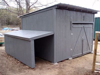 Pallet coop with lean-to