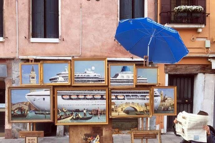 Banksy espone a Venezia, ma lo street artist viene cacciato dalla polizia