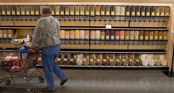 Carlos: interior supermercado con los nuevos dispensadores, bastante innovador y practico