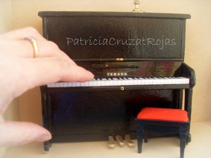 Patricia Cruzat Artesania y Color: Un Piano en Miniatura, en un lugar especial de España