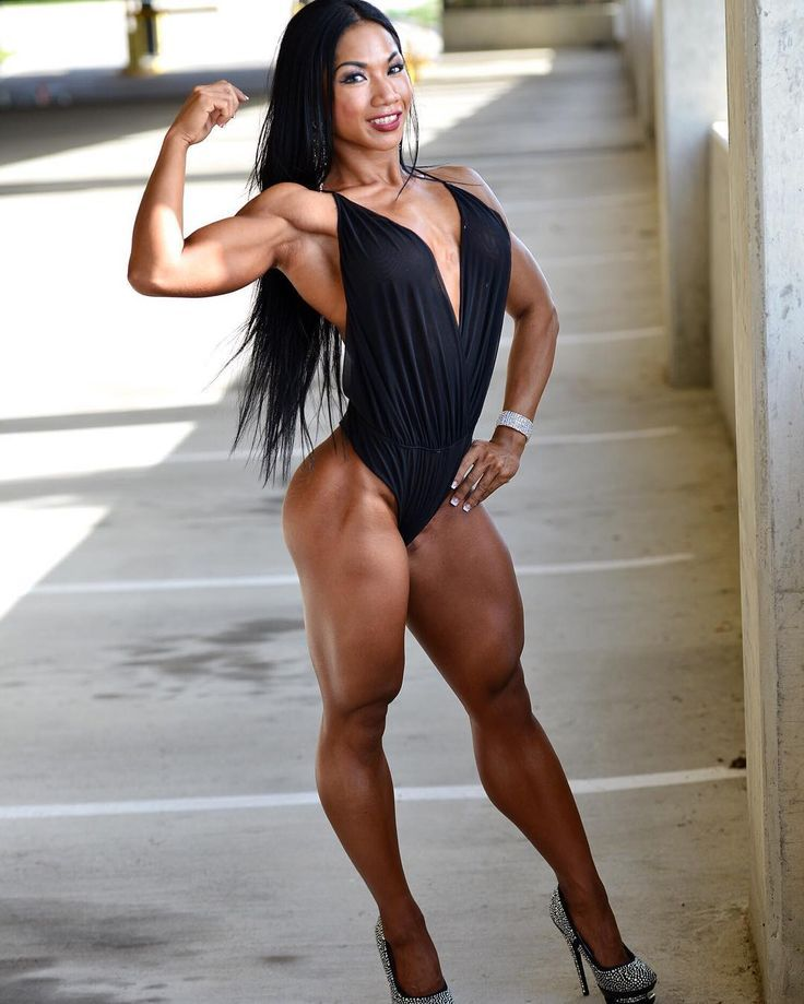 Female bodybuilder brandi mae showing off tits and hard body in swimsuit