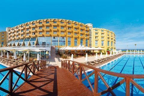 Merit Park  Description: Ligging: Merit Park ligt direct aan zee. Het hotel ligt niet aan een natuurlijk strand maar aan een kunstmatig aangelegd strand met een pier voorzien van voldoende ligbedjes en parasols. Het gezellige centrum pittoreske haven en eeuwenoude kasteel van Kyrenia (Girne) ligt op ca. 6 kilometer. Faciliteiten: Merit Park bestaat uit één gebouw met 285 kamers en biedt u een keur aan faciliteiten voor een heerlijke vakantie op Cyprus. Bij binnenkomst vindt u de receptie en…