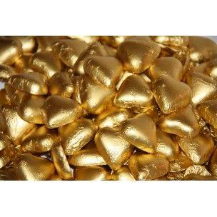 Sorini Suklaasydän kultaisessa foliopaperissa on mielettömän komea ilmestys ja tästä syystä se on yksi hääkarkkien kestosuosikeista.