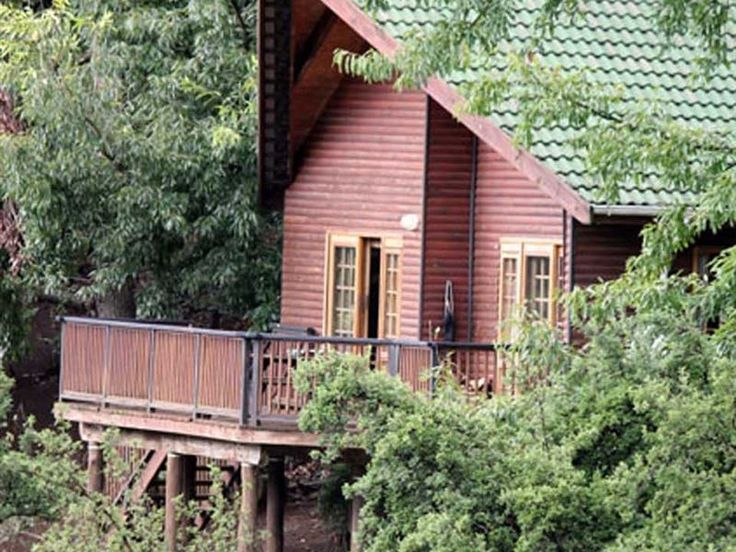 Brambleberry Lakeside Cabin - The BrambleBerry Lakeside Cabin is situated in the heart of the KwaZulu-Natal Midlands.  The cabin has two bedrooms, of which one room has a double bed and one room has twin beds. There is one shared bathroom, ... #weekendgetaways #nottinghamroad #southafrica