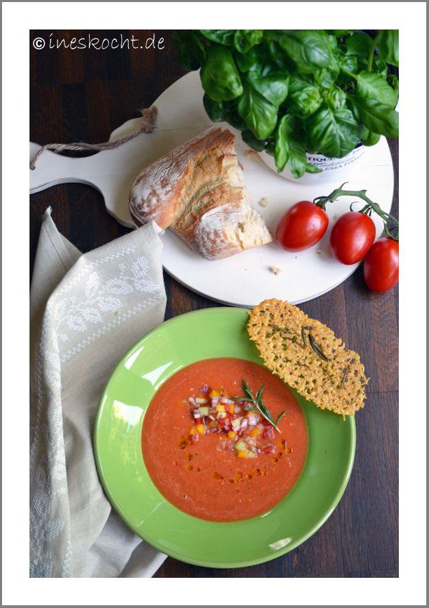 original rezept traditionell, Gazpacho, Gemüsesuppe, kalt, Sommer, vegetarisch, ineskocht.de, Parmesanchips, Croutons, Vorspeise, Suppe spanisch erfrischend