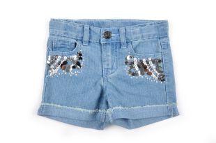 Short tipo jeans para niña en color azul. Adornos al frente en color plateado.