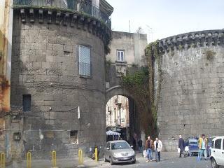 Porta Nolana, antica porta della città di Napoli