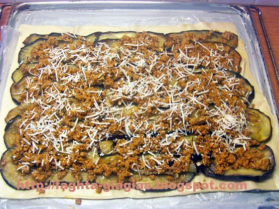Ρολό μελιτζάνας με κιμά σε φύλλο σφολιάτας - από «Τα φαγητά της γιαγιάς»