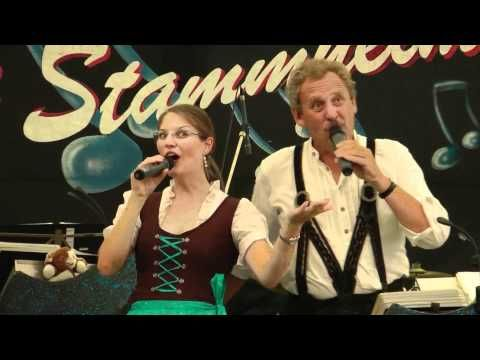 Oktoberfest music sets a fun atmosphere ... Trink trink Brüderlein trink - Auf und nieder immer wieder-Links rechts vor zurück