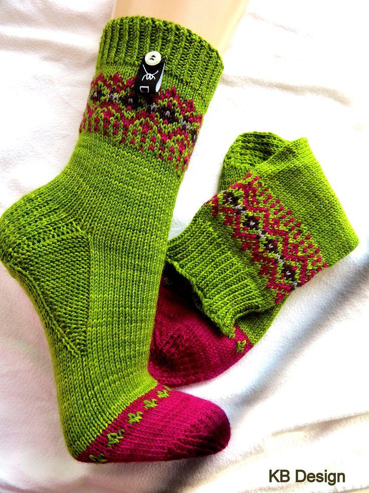 красивые носки с клином подъёма, связанным изнаночными петлями