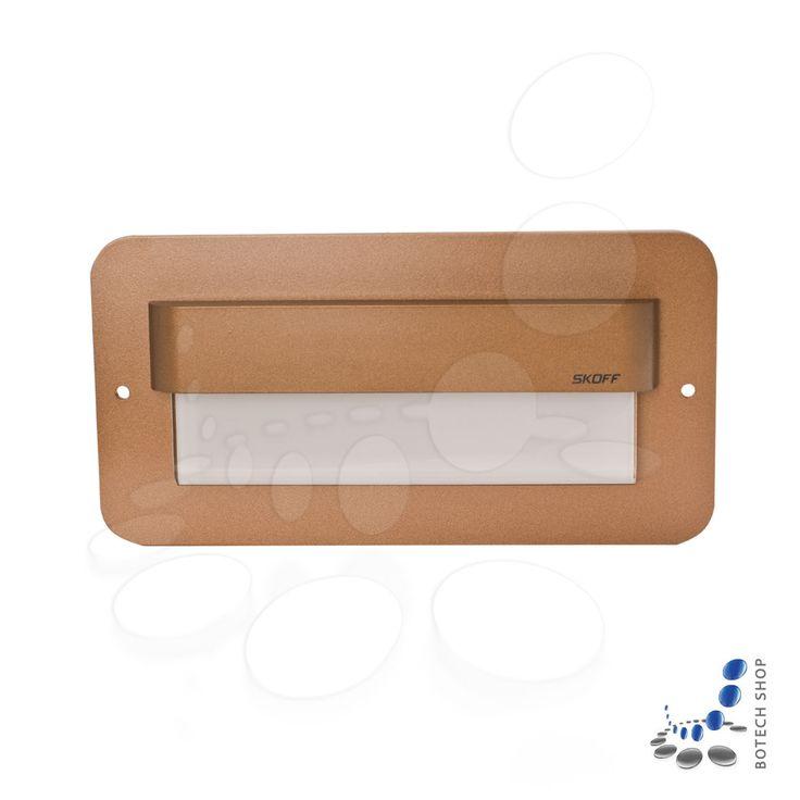 Salsa MAX stick LED en laiton vieilli sert à éclairer les meubles, les couloirs ou les escaliers.Grâce à la technologie LED le chaleur est délivrer dans de petits quantités pendant la fonctionnement d'une lampe