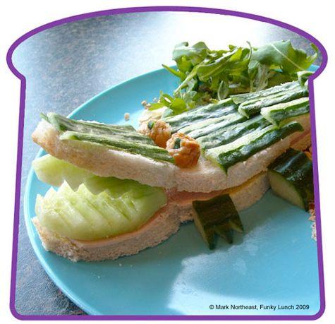 Eetbare krokodil (brood en komkommer)
