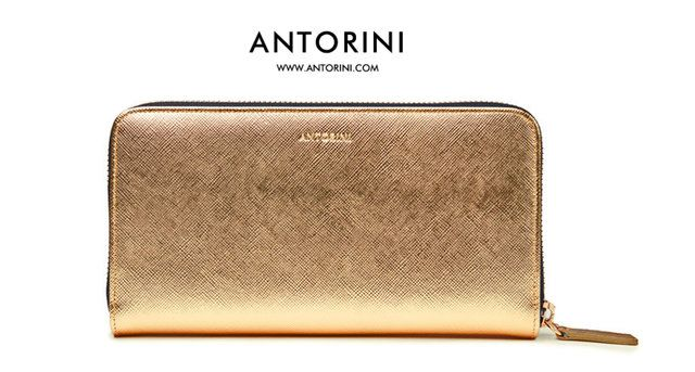 A radiant touch of beauty and elegance. Discover the enchanting allure of the ANTORINI gold wallet.